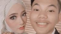 <p>Pasangan muda ini baru melaksanakan akad saja, karena resepsi pernikahan sementara diundur karena corona. (Foto: Instagram @tegar_official)</p>