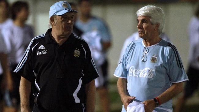Sejumlah pesepakbola juga berprofesi sebagai dokter, salah satunya legenda timnas Brasil di Piala Dunia 1970 Tostao.