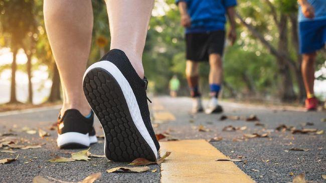 Cedera otot harmstring bisa menimbulkan rasa ngilu dan nyeri pada bagian belakang kaki. Kenali penyebab, gejala, dan metode perawatannya.