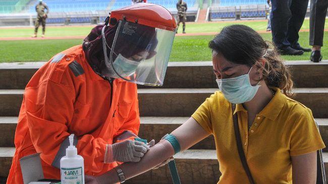 Gubernur Jatim Khofifah Indar Parawansa meminta percepatan tes PCR bagi warga yang dinyatakan positif Corona dalam rapid test.
