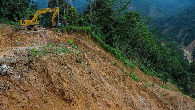 Akses ke empat kampung yang terdampak longsor di kawasan Aroanop, Tembagapura, hanya bisa memakai helikopter.