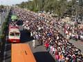 FOTO: India Lockdown, Buruh Mudik Jalan Kaki