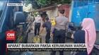 VIDEO: Aparat Bubarkan Paksa Kerumunan Warga