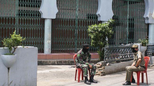 Pemkot Bogor memperketat akses keluar masuk warga serta melakukan pengawasan kepada non-warga lokal yang berada di wilayah Kota Bogor selama wabah corona.