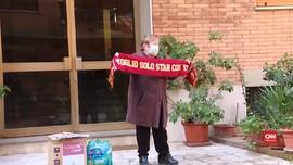 VIDEO: AS Roma Kirimkan Paket Spesial untuk Fan Lansia