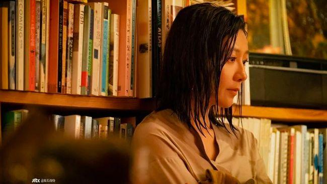 Banyak penggemar drama Korea yang terbawa emosi dan geregetan dalam mengikuti jalan cerita serial soal perselingkuhan macam The World of the Married.