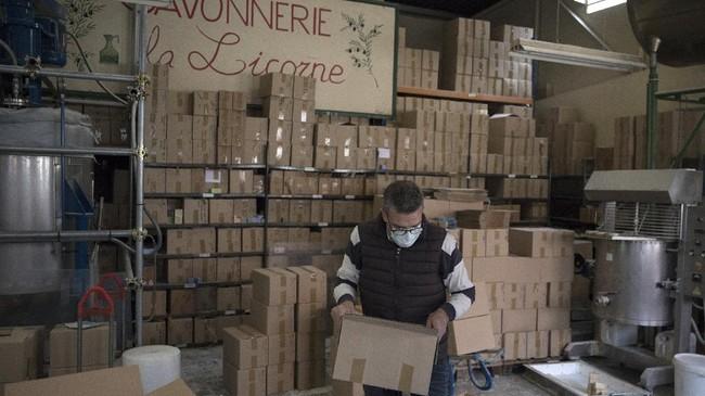 Di tengah penyebaran cepat virus corona di Eropa, pembuatan sabun tradisional di Marseille kembali berjaya.