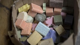 FOTO: Kebangkitan Pabrik Sabun Batang Tradisional di Prancis
