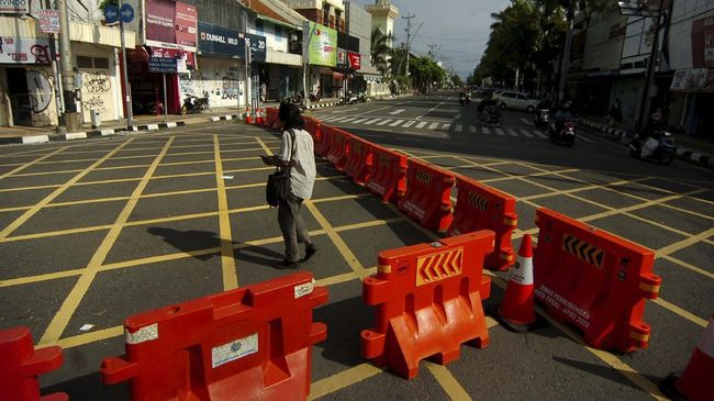 Penutupan sebanyak 115 ruas jalan ini dilakukan di sejumlah wilayah di Jawa Timur untuk mencegah penyebaran virus corona.