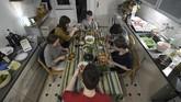 Para pelajar di Jerman banyak yang tinggal dalam satu apartemen untuk menghemat biaya. Pandemi virus corona COVID-19 seakan menjadi ujian bagi kuatnya bersahabatan mereka.(Ina FASSBENDER / AFP)