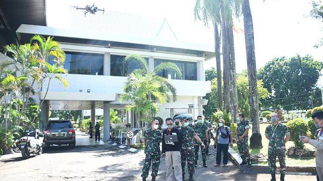 Drone mampu mendeteksi suhu tubuh orang yang terjangkit virus corona. Drone ini digunakan dalam upaya mencegah Covid-19 di wilayah Sulawesi Selatan.