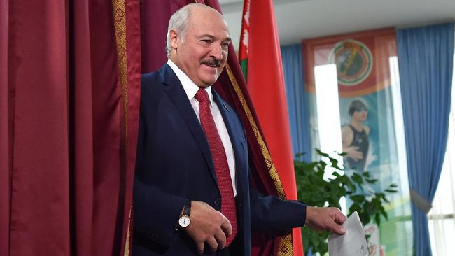 Demonstran anti pemerintah kembali turun ke jalan untuk menuntun Presiden Belarusia Alexander Lukashenko mengundurkan diri dari jabatannya.