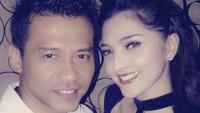 <p>Beda dengan yang lain, Ashanty mengunggah foto jadul berdua bareng Anang Hermansyah. (Foto: Instagram @ashanty_ash)</p>