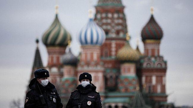 Berjasa Selama Lockdown Ecommerce Rusia Bangun Monumen Kurir