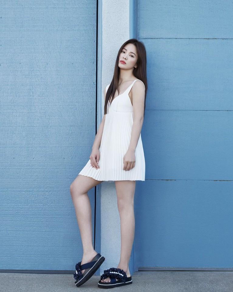 Intip tujuh foto terbaru Song Hye Kyo yang menuai banyak pujian karena dianggap tampak awet muda di usianya yang menjelang kepala empat.
