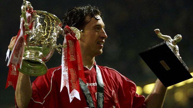 Robbie Fowler adalah ikon Liverpool di era 90-an lewat insting gol dan kebuasan di depan gawang lawan.