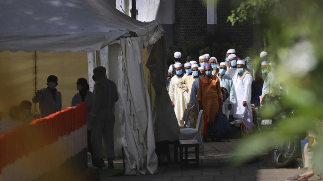 Ratusan jamaah Tablighi Jamaat di India dikarantina setelah puluhan orang dinyatakan positif dan setidaknya tujuh orang meninggal karena virus corona.(AP Photo)