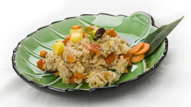 Meski rasanya unik, nasi goreng nanas ini enak lho Bunda. Kalau penasaran, coba saja resep berikut ini. Gampang dan praktis banget.