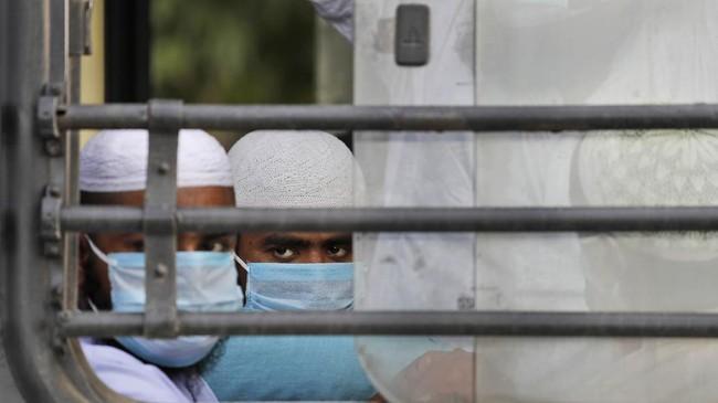 Tablighi Jamaat, salah satu organisasi Islam tertua di India, membantah tuduhan jika mereka telah melanggar hukum sosial terkait pedoman menjaga jarak fisik (social distancing).(AP Photo/Manish Swarup)