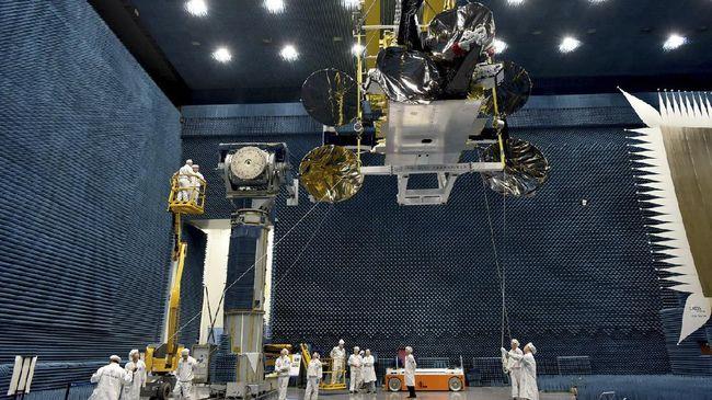 Satelit Nusantara Dua dijadwalkan bakal meluncur ke orbit Bumi bulan April ini untuk melayani kebutuhan akses internet berkualitas tinggi.
