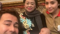 <p>Ada juga Raffi Ahmad yang cukup dekat dengan sang nenek, Mami Popon. Mami Popon merupakan ibu dari Amy Qanita, ibunda Raffi. (Foto:Instagram@raffinagita1717) </p>