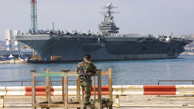 Seorang pelaut AS dilaporkan hilang di Laut Arab. Pelaut itu hilang dari kapal induk USS Nimitz saat melakukan patroli di tengah ketegangan dengan Iran.