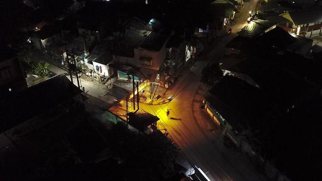 Pedagang UMKM mengeluh penerapan jam malam membuat mereka tak bisa berdagang, Pemda Aceh cabut penerapan jam malam.