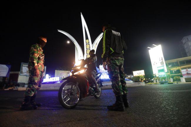 Surabaya Terapkan Jam Malam Batas Aktivitas Sampai 22 00 Wib