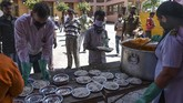 Kaum kelas bawah di India justru semakin sengsara ketika diberlakukan penguncian wilayah (lockdown) akibat virus corona.