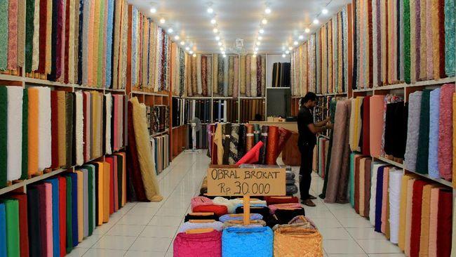 Gubernur Jawa Tengah Ganjar Pranowo menyebut industri tekstil Jawa Tengah tengah mengalami guncangan imbas Covid-19.