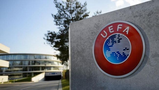 A photo taken on April 6, 2016 shows the logo of European football body UEFA at the UEFA headquarters in Nyon. - Swiss police raided the headquarters of European football body UEFA on April 6 following the latest revelations of a web of Panama-based offshore financial dealings by the rich and famous. The raid came after the so-called Panama Papers revealed that newly elected FIFA president Gianni Infantino signed TV rights contracts for the Champions League with a company headed by two defendants later caught up in the corruption scandal that engulfed football's world body. (Photo by FABRICE COFFRINI / AFP)