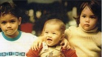 <p>Sama dengan sang kakak, Dul juga kerap mengenang masa kecil bersama kedua saudaranya. Terbukti cukup kompak sejak bayi ya, Bun. Siapa yang paling menggemaskan? (Foto: Instagram @duljaelani)</p>