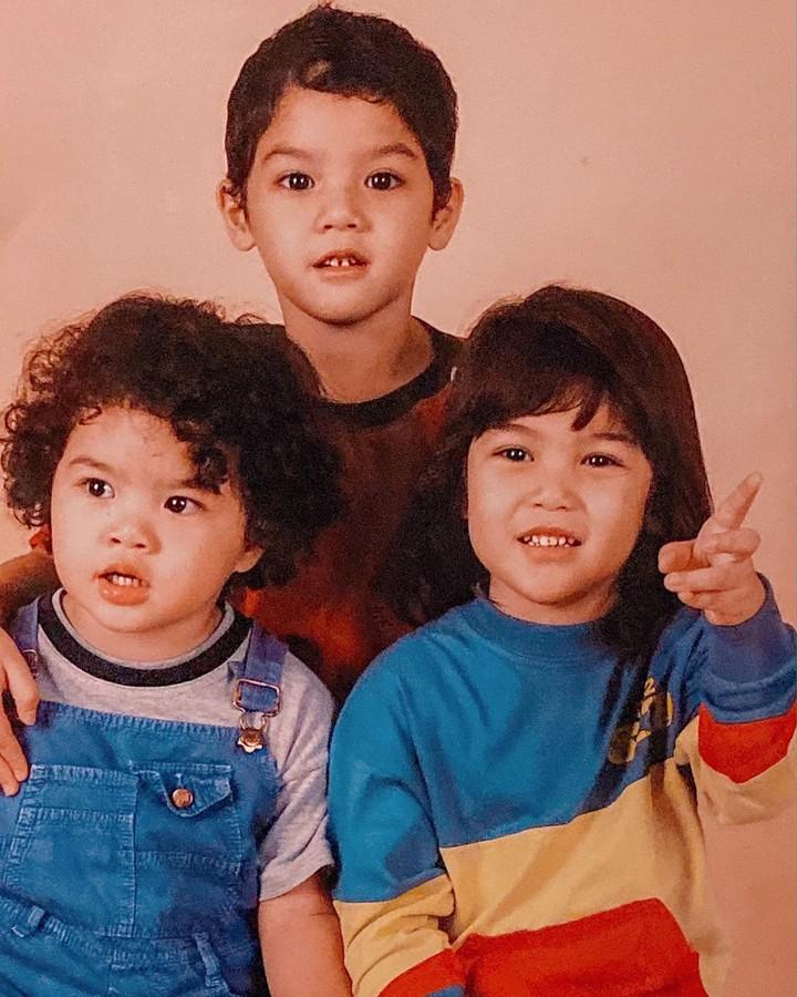 Sejak kecil tiga saudara Al, El, dan Dul memang sudah memiliki wajah yang ganteng dan menarik. Kira-kira wajah siapa yang paling menggemaskan ya, Bun?