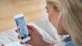 Studi: Perempuan Tunjukkan Rasa Suka Lewat 3 Ekspresi Wajah