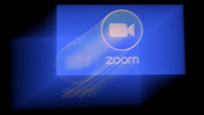 Perusahaan Zoom menggandeng mantan Kepala Keamanan Facebook sebagai konsultan keamanan usai isu bocornya data pengguna kala wabah corona.