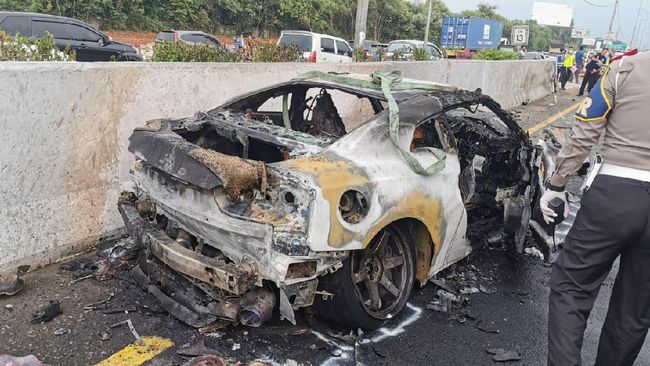 Wakil Jaksa Agung Arminsyah meninggal dunia setelah mobil yang dikemudikannya mengalami kecelakaan di KM 13 Tol Jagorawi, Sabtu (4/4).