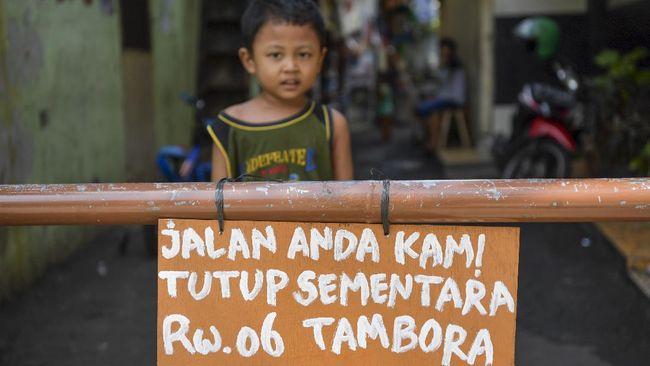 Epidemiolog dari UI, Pandu Riono meminta warga di Jabodetabek bersiap mengantisipasi pengetatan serentak imbas kian buruknya wabah Covid di Jakarta dan sekitar.