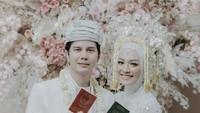 Selebgram Mega Iskanti akhirnya resmi menikah dengan Muhammad Najauta pada Sabtu (4/4/2020). Senyum bahagia menghiasi wajah Mega dan Utta. (Foto: Instagram @megaiskanti)