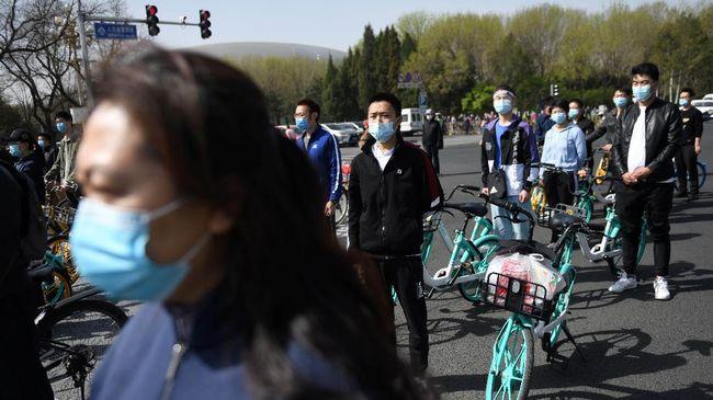 WHO mengubah kebijakan dan mendorong semua orang untuk menggunakan masker di tempat umum terkait pandemi Covid-19.