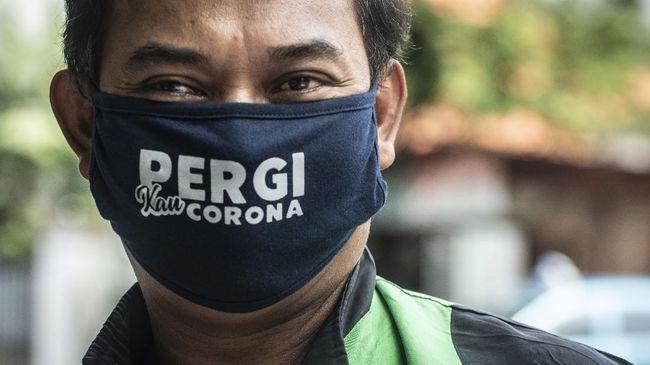Tim Pakar Gugus Covid-19 Wiku Adisasmito mengatakan penggunaan masker kain tiga lapis bisa menangkal penularan virus corona hingga 70 persen.
