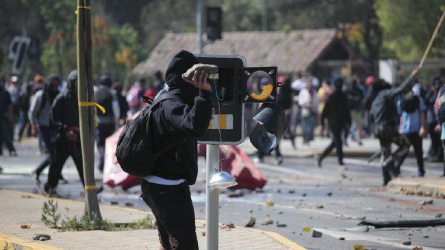 Polisi menyebut kelompok Anarko menciptakan keresahan, dan memanfaatkan kepanikan masyarakat agar tercipta keonaran hingga lakukan penjarahan.