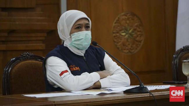 Gubernur Jawa Timur Khofifah Indar Parawansa menyebut pemerintah daerah tak punya kewenangan dalam menentukan status zona daerahnya.