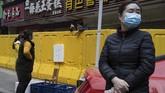 Dua bulan setelah menerapkan barikade ketat, upaya ini diyakini berhasil menekan penyebaran virus corona yang menurun drastis dalam beberapa pekan terakhir.(AP Photo/Ng Han Guan)