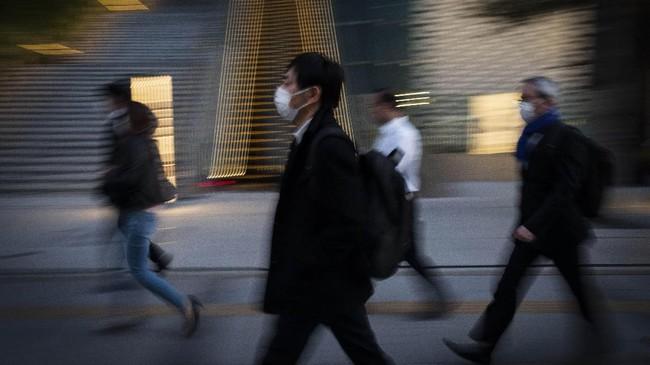Dalam sehari pada Minggu (5/4) sekitar 148 kasus Covid-19 baru berasal dari Tokyo. Jumlah tersebut menjadi rekor tertinggi kasus baru di Jepang dalam sehari.(AP Photo/Jae C. Hong)