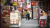 Selain itu, pemerintah daerah juga memiliki kewenangan untuk meminta sejumlah usaha dan bisnis untuk tutup sementara.(Yu Nakajima/Kyodo News via AP)