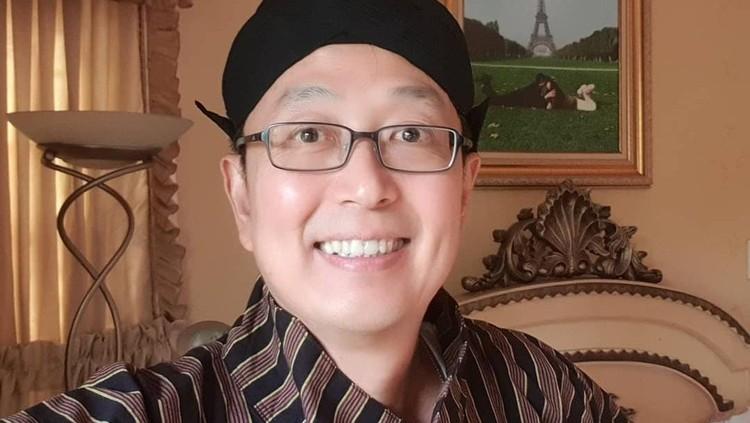 Tung Desem Waringin mengumumkan dirinya positif Corona atau Covid-19. Ia mengabarkan kondisinya dan meminta doa pada masyarakat agar segera pulih.