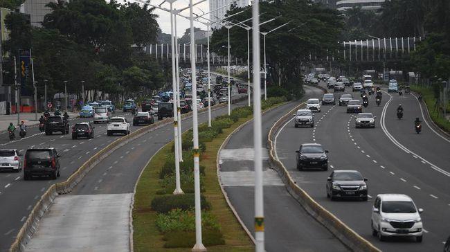 Bogor, Depok, Tangerang, Bekasi, Sorong, Fakfak dan Mimika telah mengajukan PSBB. Namun baru DKI yang disetujui.