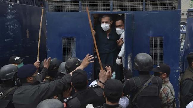 Juru bicara pemerintah Balochistan, Liaqat Shehwani mengatakan para dokter memprotes minimnya suplai APD seperti masker hingga pakaian medis ketika merawat pasien Covid-19.(Banaras KHAN/AFP)