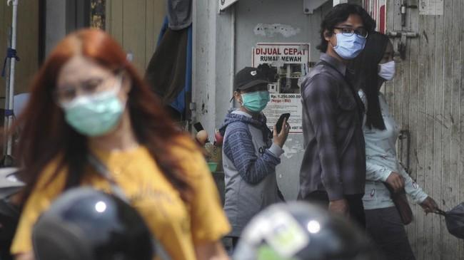 Pemerintah RI mewajibkan penggunaan masker bagi para warga yang keluar rumah demi mencegah virus corona.