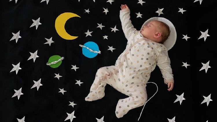 Bunda tertarik memberi calon gadis kecil dengan nama bayi yang terinspirasi dari luar angkasa? Bukan cuma unik dan menarik, nama-namanya juga indah lho.